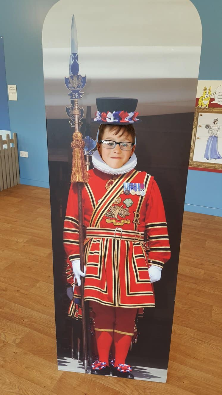 Beefeater Guard at Buckingham Palace for kids